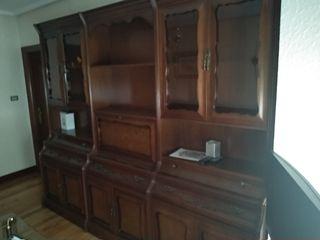 Armario antiguo con baldas y vitrina para salón.