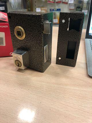 Cerradura CVL maneta y llave