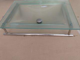 Lavabo de cristal con toallero