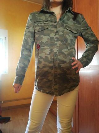 camisa militar, abriga