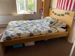 Bed + mattress
