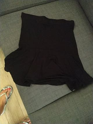 falda Stradivarius negra vuelo