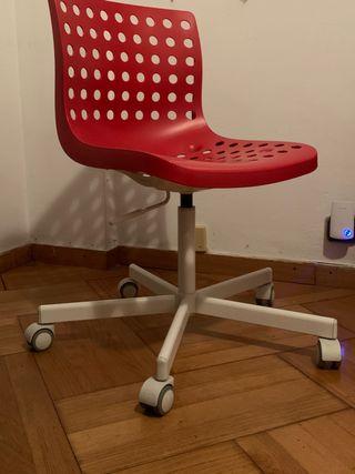 Silla con ruedas de diseño