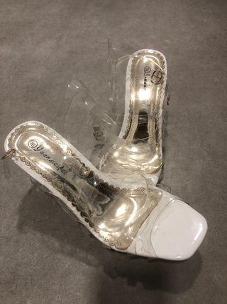 Sandalias transparentes (solo 1 día de uso)