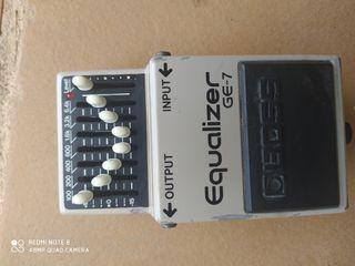 Exelente pedal BOSS Equalizador vintage perfecto