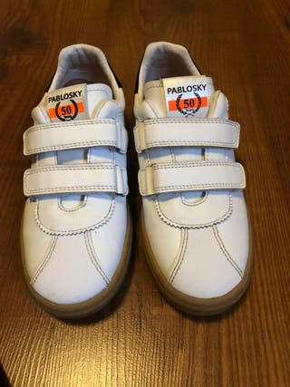 Impecables zapatillas marca Pablosky.