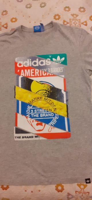 Camiseta Adidas.