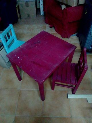 Mesa y dos sillas madera niños