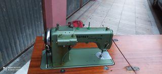 vendo una maquina de cosir está como nueva