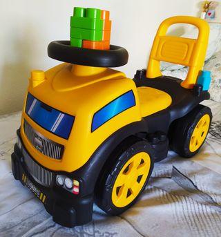 Camión correpasillos MOLTO con piezas