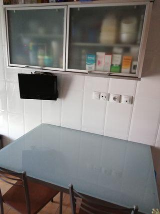conjunto de mesa y armario cocina comedor