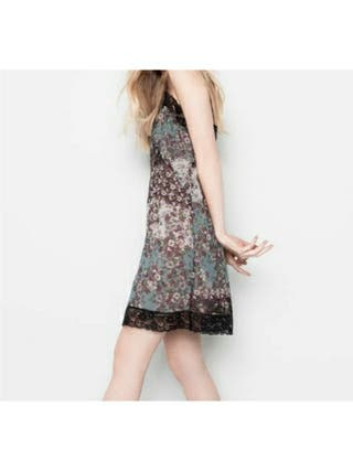 Vestido floral lencero de Pull & Bear
