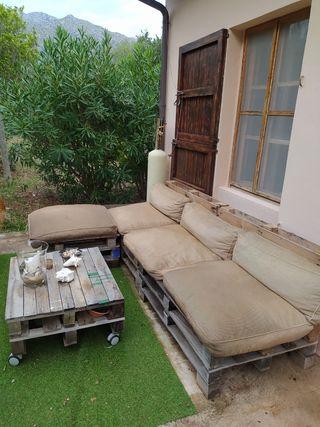 sofá de palets y mesa