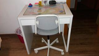 escritorio blanco de ikea +silla de ruedas a juego