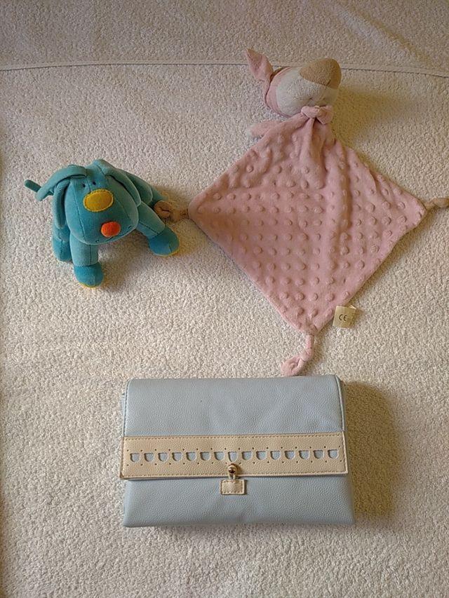 Saco bebé + cambiador viaje + tuctuc + muñeco