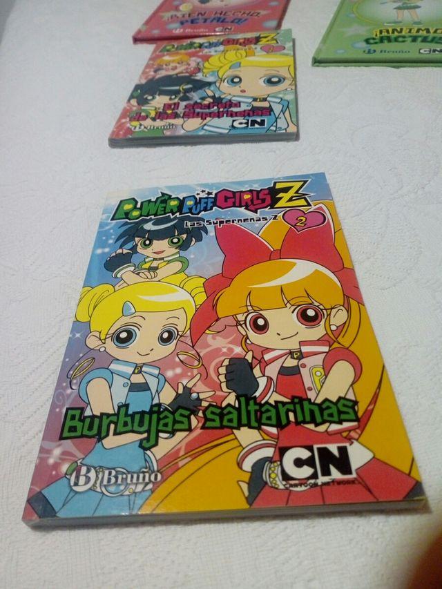 Libros y comics de las Supernenas