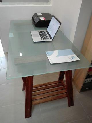 mesa cristal con caballetes