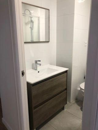 Conjunto mueble lavabo grifo espejo