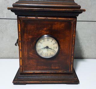 Reloj estilo antiguo