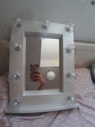 white mirror, It is working with battery