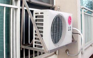 Se instalan aparatos de aire acondicionado
