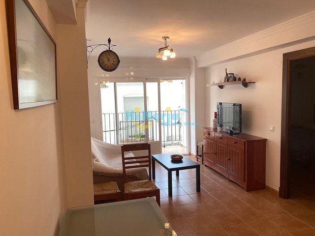 HIL0586 / Apartamento 2 dormitorios con piscina (Nerja, Málaga)