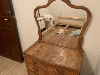 Mueble antiguo y habitación.