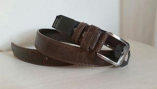 cinturón de piel marrón oscuro