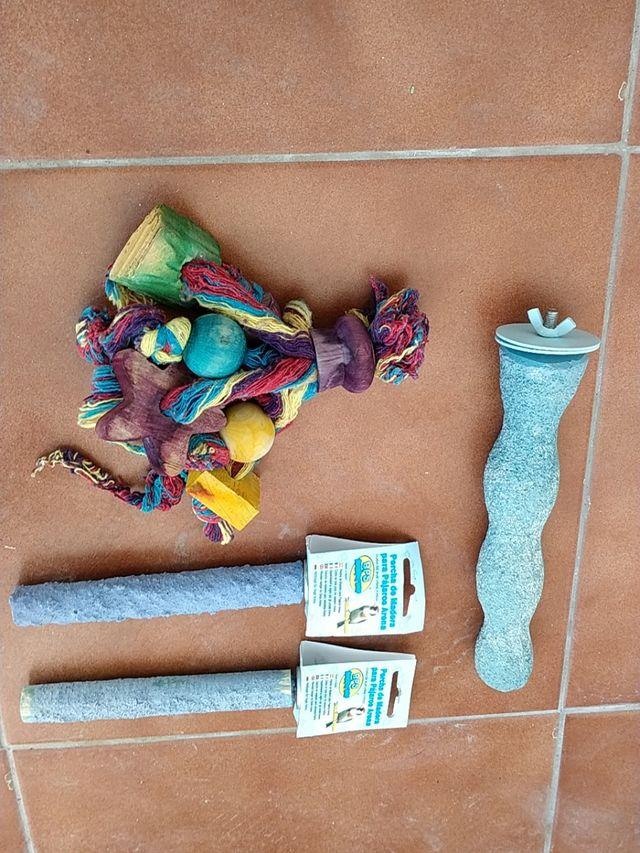 Juguetes y accesorios para pájaros, aves.