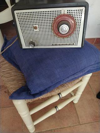 radio antuiguo con 80 años