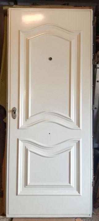 Puerta acorazada antiokupa
