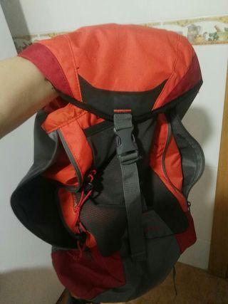 mochila acampada