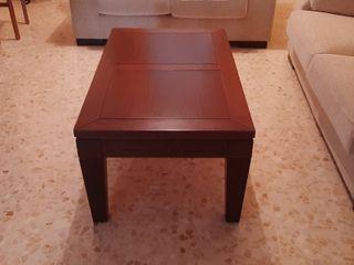 Mesa de centro de madera de nogal.