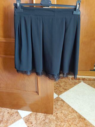 falda negra con encaje
