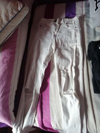 pantalones rotos blancos