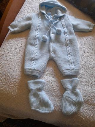 traje bebé.