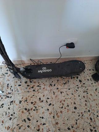 Estupendo patinete eléctrico prácticamente nuevo