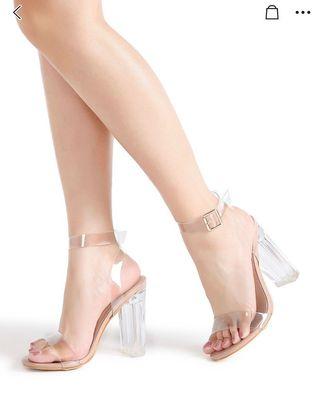 Sandalias de tacón transparentes