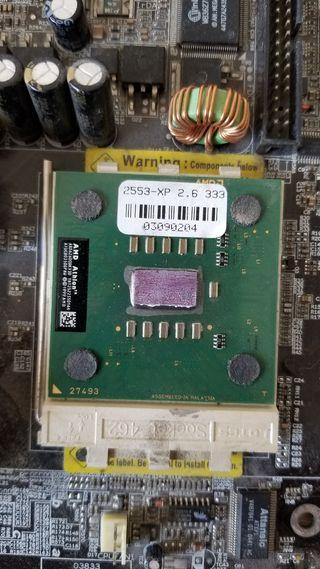 placa base + procesador + RAM + tarjeta red + VGA
