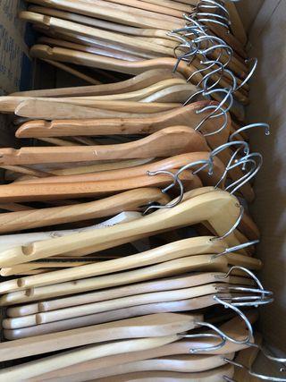 Perchas madera ropa