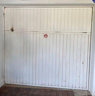 Puerta garaje basculante por contrapeso