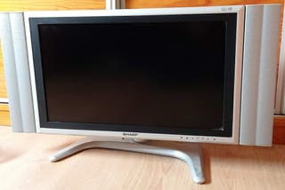 "TV plana de 26"" + TDT + cable adaptador HDMI"