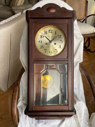 Reloj de péndulo antiguo