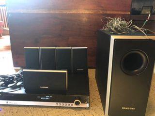 Téléviseur Panasonic & Dolby Surround Samsung