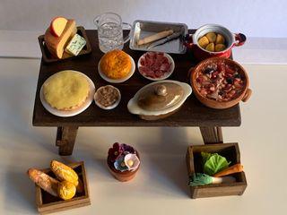 Mesa y accesorios cocina casa de muñecas 1:12