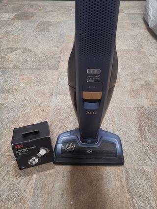 Aspiradora escoba sin cable AEG CX8 Power HD