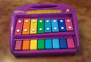 Piano y xilófona de juguete