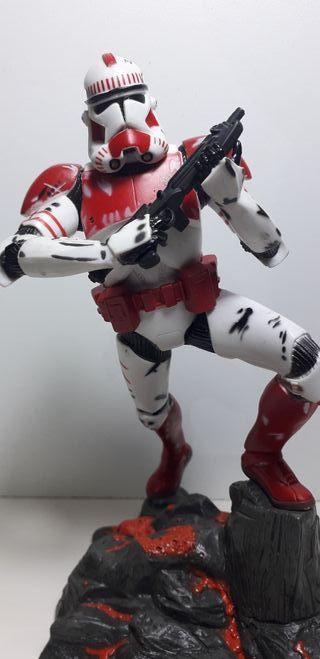Star Wars Figura CLONE TROOPER (Shock) Unleashed