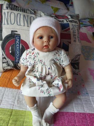 muñeca nueva.