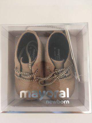 Zapatos bebé nuevos